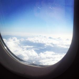 Vio las nubes y se despidió de sus alas. Con una sonrisa bendijo haber caído y ese castigo que, más bien, parecía un sueño.